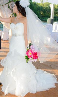 Pronovias Ledurne: buy this dress for a fraction of the salon price on PreOwnedWeddingDresses.com
