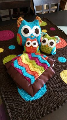 Crocheted polka dot baby blanket and family of 3 crocheted owls. The baby owl is a lovey (a small blanket with a stuffed animal head attached in the middle) and I also sewed on satin blanket edging for extra snuggly softness ;) - Crocheting Journal