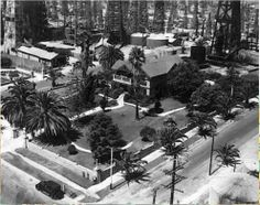 1933 - House on top of Signal Hill surrounded by oil derricks, located in Long Beach, California. Photo courtesy of Darleen Ritchey Berens. California Location, Long Beach California, California History, Hotel California, Southern California, Bixby Knolls, Photo Record, Signal Hill, San Luis Obispo County