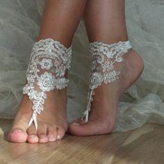 Mariée et demoiselle d'honneur pieds nus, sandales cadre argent, cheville nuptiale, la cheville d'ivoire mariage, libèrent le bateau,