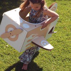 Flatout Frankie maakt prachtig speelgoed dat een aanwinst is voor iedere kinderkamer. Je vouwt deze zelfmakers snel en simpel in elkaar en alsof dat nog niet genoeg is bieden de kartonnen ontwerpen in wit en kraft volop mogelijkheden om zelf aan de slag te gaan met stiften, verf en andere materialen.