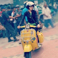 Vespa, love the color