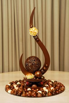 Sculptures When you are looking for a point of difference. A handcrafted Sisko Chocolate Sculpture suggests elegance with a truly artistic freedom that reflects
