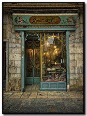 A walk in Girona…… Plaça del V, 7 Antique Shops, Vintage Shops, Bar Deco, Store Concept, Shop Facade, Art Nouveau Architecture, Cafe Shop, Shop Fronts, Exterior