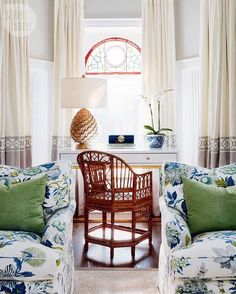 Chinoiserie Chic: A Summery Vignette