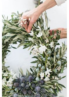 Minimalist Holiday Decor Inspiration — 204 PARK minimalist holiday decor, christmas wreath The decoration of home is similar to an exhibition space that reveals each of. Noel Christmas, Winter Christmas, All Things Christmas, Christmas Crafts, Christmas Decorations, Xmas, Green Christmas, Natural Christmas, Beautiful Christmas