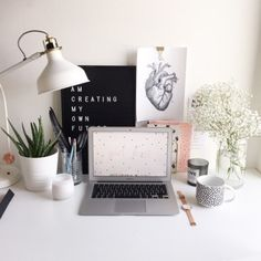My name is Keila and I am a Junior in college, studying Psychology, and a proud studyblr. Student Bedroom, Student Apartment, Desk Inspiration Student, Desk Inspo, Study Inspiration, Arty Bedroom, Study Room Decor, Uni Room, Med Student