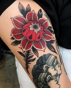 A couple of really cool and unique flower tattoos from Evgenia Sin. I'm not even sure if that is their real name but you can find them tattooing in St Petersburg Russia at No Name Tattoo shop. Trendy Tattoos, Sexy Tattoos, Body Art Tattoos, Sleeve Tattoos, Tattoos For Women, Cool Tattoos, Tattoo Ink, Piercing Tattoo, Piercings