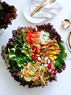 Juhlava salaattikulho — Peggyn pieni punainen keittio Tex Mex, Cobb Salad, Feta, Chili, Salsa, Bowls, Serving Bowls, Chile, Salsa Music