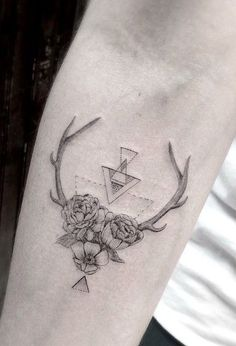 Body – Tattoo's – Antler,flower tattoo by dr. Tattoo Femeninos, Tatoo Henna, Tatoo Art, Body Art Tattoos, Deer Tattoo, Deer Antler Tattoos, Dr Woo Tattoo, Raven Tattoo, Samoan Tattoo