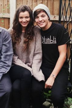 """""""Louis doesn't ever look happy with Eleanor. Their relationship is soooo fake."""" Stop the crap"""