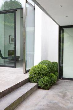 Detail Collective | Outside Spaces | London Garden byTom Stuart Smith| Image: viaGuard Tillman Pollock