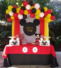 Mickey Mouse clubhouse partyYou can find Mickey mouse clubhouse and more on our website. Mickey 1st Birthdays, Fiesta Mickey Mouse, Mickey Mouse First Birthday, Mickey Mouse Baby Shower, Mickey Mouse Clubhouse Birthday Party, Mickey Mouse Pinata, 3rd Birthday, Mickey Cakes, Birthday Ideas
