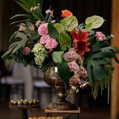 """189 curtidas, 9 comentários - As Floristas por Carol Piegel (@asfloristas) no Instagram: """"Que seja uma semana leve e colorida! 📸 @fercesarphotos #destinationwedding #atalaiadomariscal…"""""""