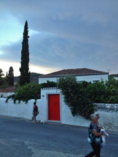 crossing the street #Spetses