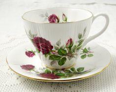 Real de Albert de amarillo y taza de té de rosa por TheAcreage