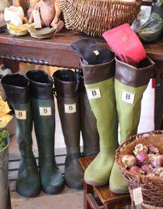 日本野鳥の会の長靴 大人気ですね! CoppiceGARDEN(コピスガーデン)の雑貨ショップでも靴下とともに販売中です^^