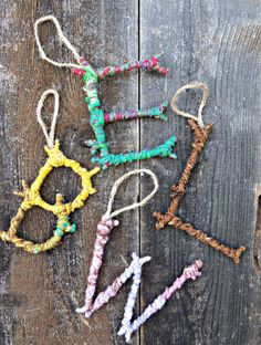 Natural Crafts Tutorials: Great Twig Crafts for Kids Colorful Yarn Bombed Twigs Letter Ornaments. The pop of color meets the rustic charm of autumn foliage in this yarn twigs letter ornaments. Yarn Bombing, Twig Crafts, Craft Stick Crafts, Fun Crafts, Kids Nature Crafts, Yarn Crafts Kids, Decor Crafts, Simple Crafts, Crafts With Yarn