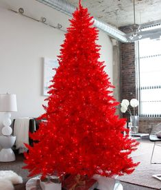 Red Tree - Interesting possibilities - Last Minute Tree-Decorating Ideas For An Enchanting Christmas