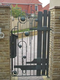 "Художественная мастерская ""ВЕМ"" Metal Gates, Wrought Iron Fences, Metal Screen, Iron Gate Design, Fence Design, Garden Doors, Garden Gates, Tor Design, Iron Stair Railing"