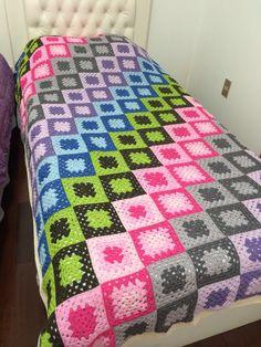 Crochet 'Spitspot Summer Love Blanket' Crochet along (CAL) Crochet Bedspread, Crochet Quilt, Crochet Blocks, Crochet Granny, Crochet Afghans, Crochet Square Blanket, Crochet Square Patterns, Crochet Squares, Crochet Blanket Patterns