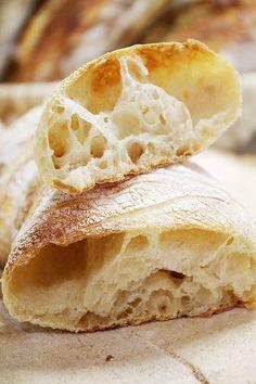 Цельнозеновая чабатта на закваске Savoury Baking, Bread Baking, Bread Recipes, Snack Recipes, Cooking Recipes, Bread Bun, Bread And Pastries, Russian Recipes, Tea Cakes