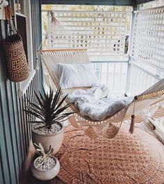 Perfekt zum Lesen: Hängematte auf dem Balkon