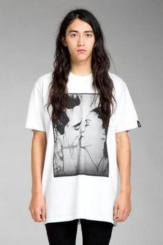 Unisex the kiss tee Tunic Tops, Unisex, Tees, Tuesday, T Shirt, Women, Fashion, Supreme T Shirt, Moda