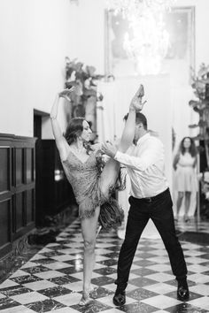 An Art Deco Wedding Inspired by Architecture and Old Hollywood (And the Best First Dance You've Ever Seen)