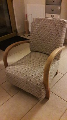 Dress up an art deco armchair DIY Furniture makeover Create my decor! Furniture Makeover, Diy Furniture, Soft Furnishings, Floor Chair, Upholstery, Armchair, Messages, Couture, Gatsby