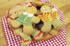 ARDA'NIN MUTFAĞI ZENCEFİLLİ KURABİYELER TARİFİ 19.04.2015 Gingerbread Cookies, Yummy Food, Yummy Recipes, Desserts, Drink, Youtube, Gingerbread Cupcakes, Tailgate Desserts, Tasty Food Recipes