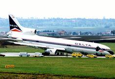 Delta L-1011 nose gear failure