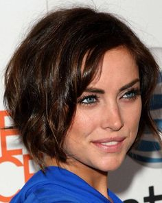 If you have ashort #curlyhair round #shape, chin-length #haircut is better not because of the increasing roundness.