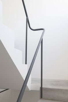 Chamfers and set-backs offer outdoor space at Buenos Aires apartments - Dekoration Ideen Outdoor Handrail, Staircase Handrail, Stair Railing Design, Railings, Bamboo Architecture, Stairs Architecture, Small Entrance Halls, Discount Interior Doors, Stair Detail