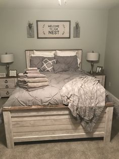 44 best farmhouse bedroom furniture design ideas and decor 37 - Bauernhaus Dekor Guest Bedrooms, Bedroom Sets, Home Bedroom, Modern Bedroom, Spare Bedroom Ideas, Contemporary Bedroom, Guest Bedroom Decor, Rustic Spare Room Ideas, Bedroom Carpet