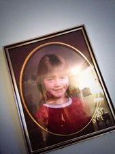Awwn haha look what I found on Eleanors phone it's El when she was little!!! x<<<< awwww @Eleanor Smith calder