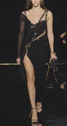 Long Draped Tulle & Crepe Dress W/pins Black Couture Fashion, Runway Fashion, High Fashion, Fashion Show, Fashion Outfits, Womens Fashion, Night Outfits, Catwalk Models, Podium