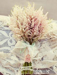 Color rosa pálido, Sencillo y diferente #ramosdenovia#weddingbouquet                                                                                                                                                      Más