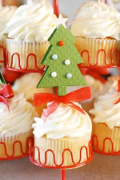 Christmas Tree Cupcakes Really sweet, lovely colour combo too.