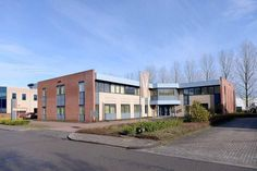 Representatieve kantoorruimte te huur in Deventer met een uitstekende bereikbaarheid en inclusief servicekosten. Bepaal vrijblijvend uw huurprijs per maand en kom in onderhandeling!  https://www.huurbieding.nl/huur/kantoorpanden/1-11413/deventer/keulenstraat-16.html  #kantoorruimte #Deventer #kantoor #Overijssel #Nederland #NL #inclusief #ondernemer #gezocht #Huurbieding #vastgoed #tehuur #huren #Hanzepark