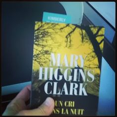 Parfums de Livres: Un cri dans la nuit de Mary Higgins Clark
