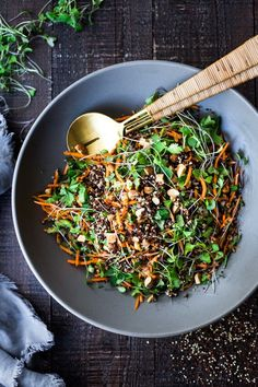 Carrot Quinoa Salad with Almonds and Raw Apple Cider Vinaigrette- a delicious vegan salad that can be made ahead. #vegan #quinoa #quinoasalad #carrotsalad #vegansalad Carrot Salad Recipes, Whole Food Recipes, Healthy Recipes, Kale Recipes, Healthy Salads, Recipies, Dinner Recipes, Make Ahead Salads, Quinoa Salat