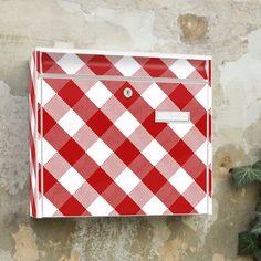 Design Briefkasten mit Motiv Vichy Karo rot von banjado via dawanda.com