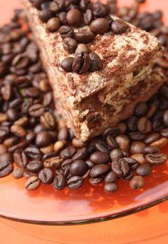 Kaffee-Rezepte: Kaffee-Torte - hier könnten wir uns reinsetzen, so lecker schmeckt diese cremig-sahnige Torte! Für alle Kaffee-Liebhaber ein Muss! Rezept auf: www.gofeminin.de/kochen-backen/kaffee-rezepte-d22717c290611.html