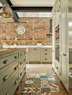 Stylish Soft Grey Cabinet Design Ideas For Your Kitchen - Aksa. Kitchen Room Design, Home Decor Kitchen, Kitchen Interior, Home Kitchens, Green Kitchen, New Kitchen, Old Fashioned Kitchen, Industrial Style Kitchen, Open Plan Kitchen
