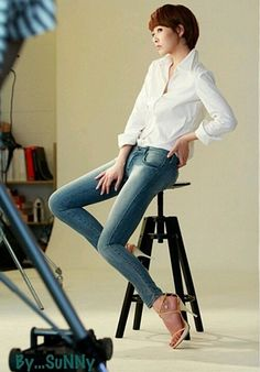 """A photo of Kim Sun Ah's perfect look in jeans has been revealed. Kim Sun Ah uploaded onto her account along with a photo, """"Filming for an advertisement. Korean Face, Korean Star, Korean Girl, White Shirt And Jeans, Crisp White Shirt, Kim Sun Ah, Beauty Tutorials, All About Fashion, Asian Woman"""