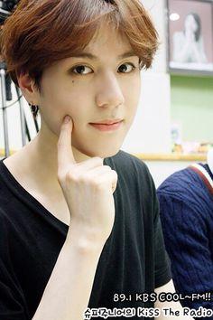 Yugyeomiee too cuteeeee >///< Y u do this to noona >///<
