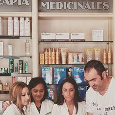 Porque eres un crack y punto #michurroeselmejor . En farmacia Cruz Verde #velezmalaga gracias Lorena, Sonia y Jeni besos y abrazos para los demás! Kisses And Hugs, Pharmacy, Thanks