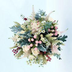 www.gracebridalindustries.com Lo más nuevo en el #ramo de #novia #vintage con #olivo para este otoño son las flores con #colores empolvados, tonos #nude, #beige, serenity y rosa #cuarzo... Una bonita combinación de colores pasteles que darán a tu boda un estilo shabby chic, sin duda es la #tendencia del #Otoño.