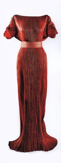 Fortuny 'delphos' gown with beautiful pintuck pleating, circa 1930s  - what a gorgeous design and color!!
